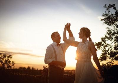 weddingvilla-hotel-mombaruzzo-couples-dance-4
